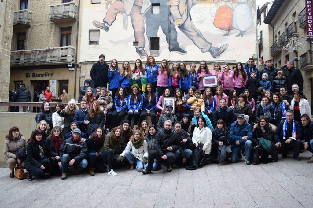 El Haro Rioja Voley celebra en el Ayuntamiento el éxito de su cantera en la Copa de España