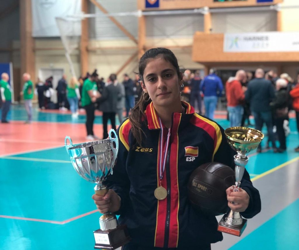 La canterana Carla Prieto, designada mejor colocadora del Torneo Wevza U16 con la Selección Española